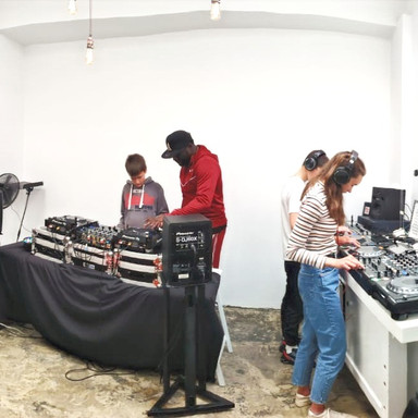 Airbnb DJ workshop experience