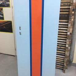 Lackierarbeiten Möbel, Schranktüre lackieren, blau-orange, Maler Zieri - Beckenried Nidwalden