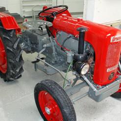 Lackierarbeiten Farhzeugteile, Traktorteile lackieren, grau, rot, Maler Zieri - Beckenried Nidwalden