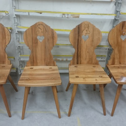 Lackierarbeiten Möbel, Holzstühle lackieren, Klarlack, Maler Zieri - Beckenried Nidwalden