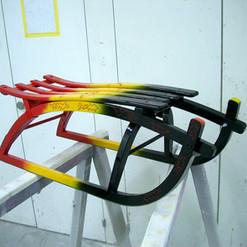 Lackierarbeiten Gegenstände, Holzschlitten lackiert farbig, Maler Zieri - Beckenried Nidwalden