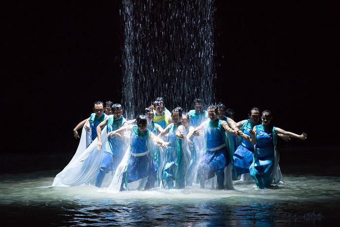 Water-Dance-Scene_3.jpg
