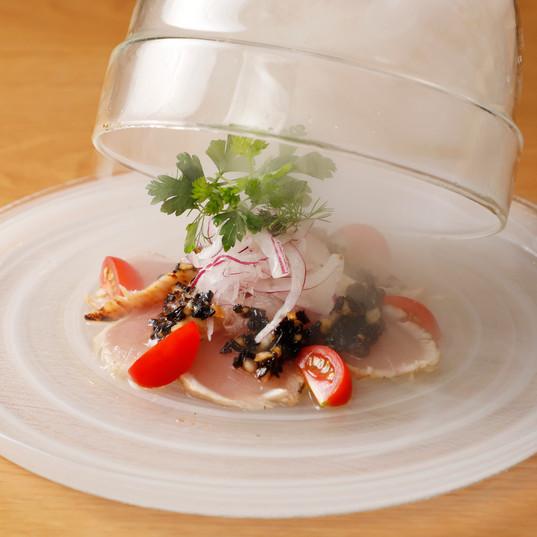 本日鮮魚の瞬間スモークの和風カルパッチョ