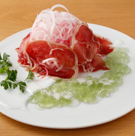 フォトジェニックな北斎赤富士サラダ