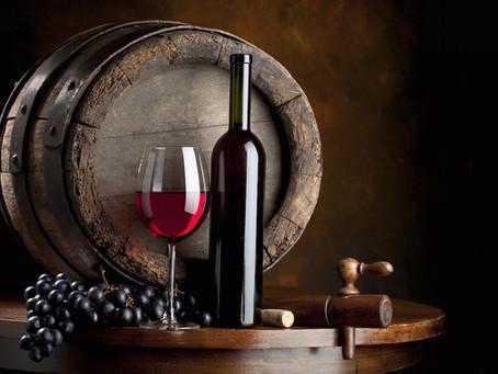¿Abro o dejo el vino guardado?