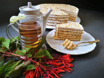 מֶדוֹבִיק, רִיזִ׳יק או סְמֶטָנִיק ? עוגת הדבש-שמנת הרוסית הנפלאה