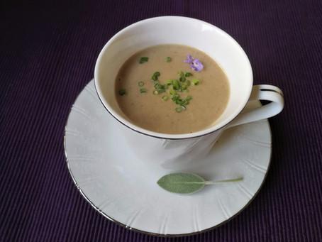 מרק פטריות אלגנטי מוקרם בקאשיו ושמן זית