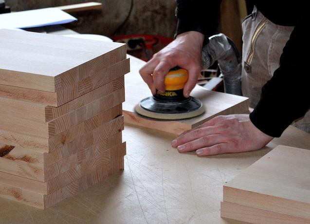 carpenter-3276186_1920.jpg