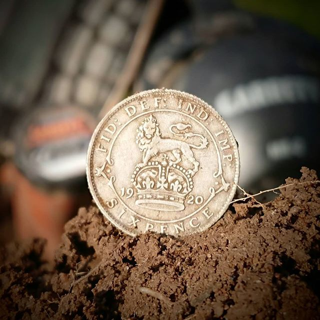 Lucky sixpence! Nice condition too!_#lucky #silver #sixpence #1920s__garrett_metaldetectors__regtond