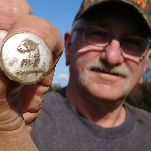 Nice Livery Button for Rick!_#buttons #horse #yard #identification__brandonrayneice__regtondetectors