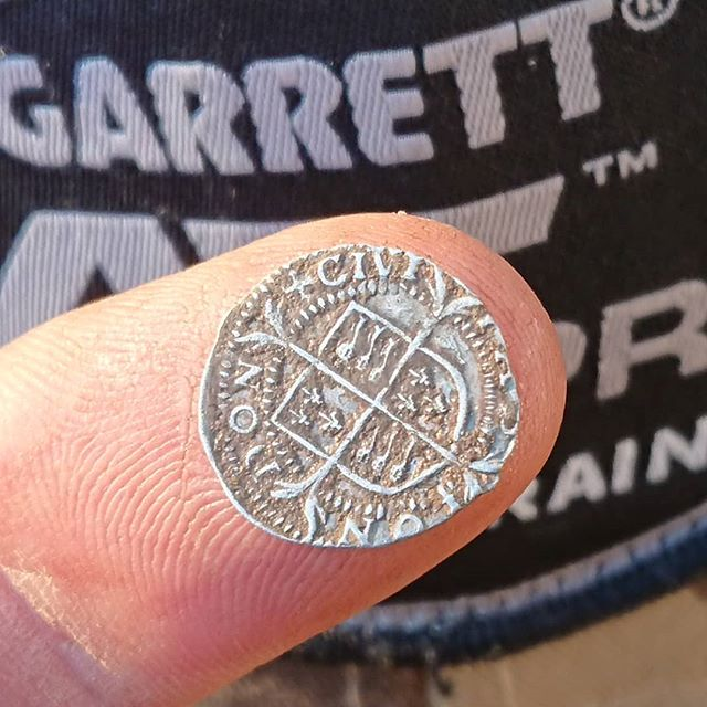 A tiny Elizabeth 1st silver hammered penny from earlier this week!  #anotherlook  #tudor #elizabeth