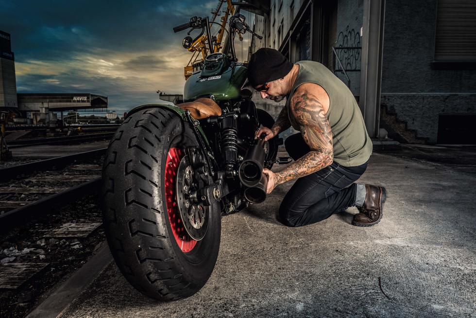 Motorradfoto: Harley Davidson am Basler Hafen