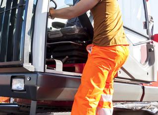 Trucking: CDL Schools vs. Company Training