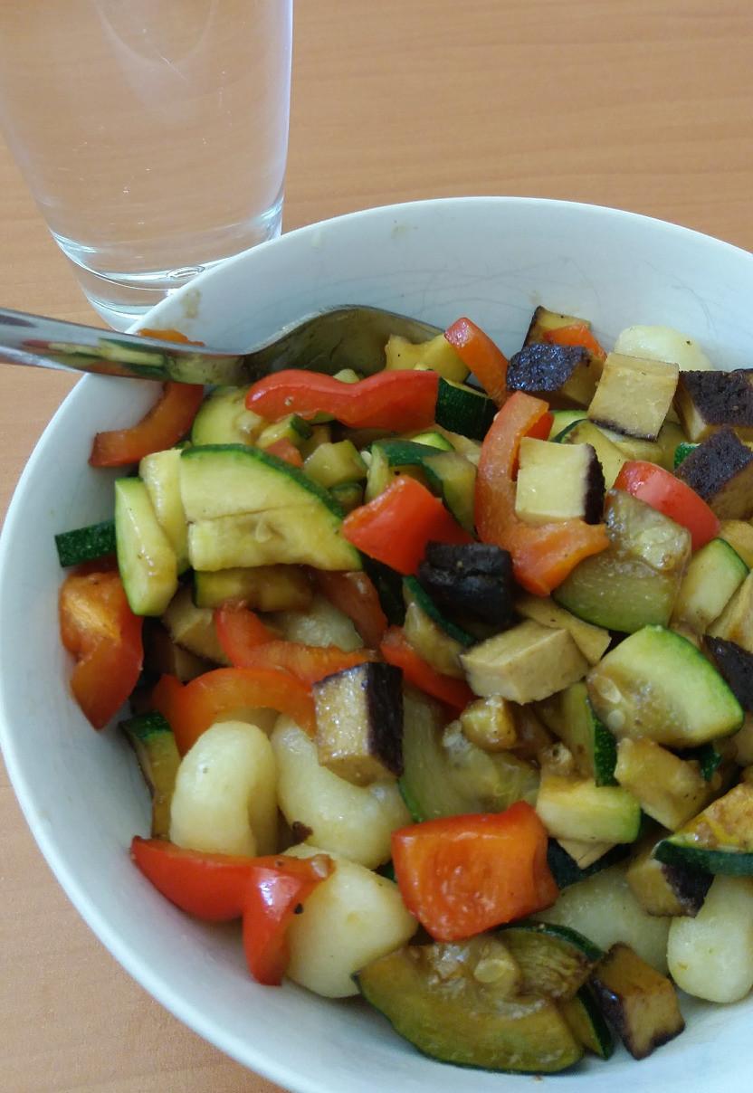 Gemüse mit Gnocchi vegan