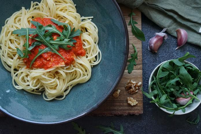 Spaghetti mit roter Pesto_Kochbuch_mitba