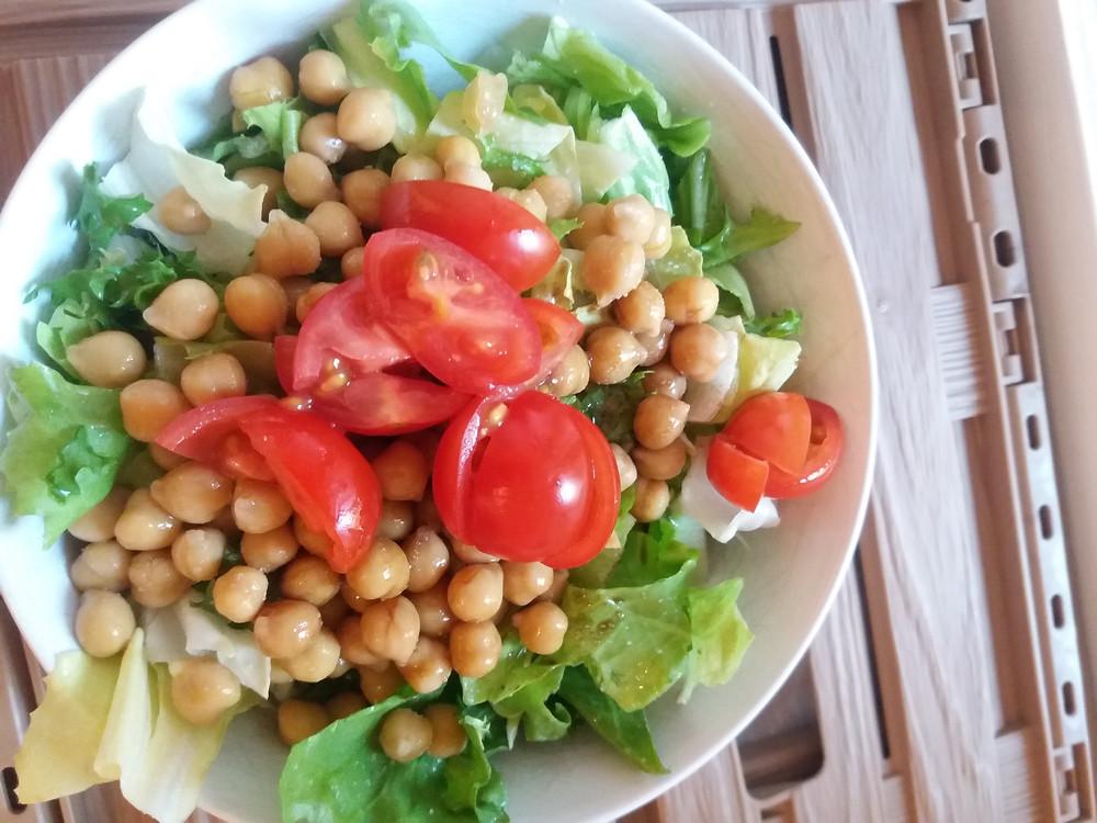 Blattsalat mit Kichererbsen vegan