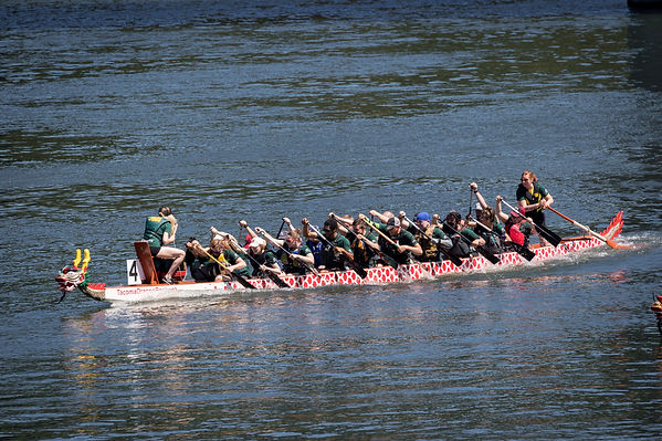 Highland Roosters Dragon Boat Team Picture