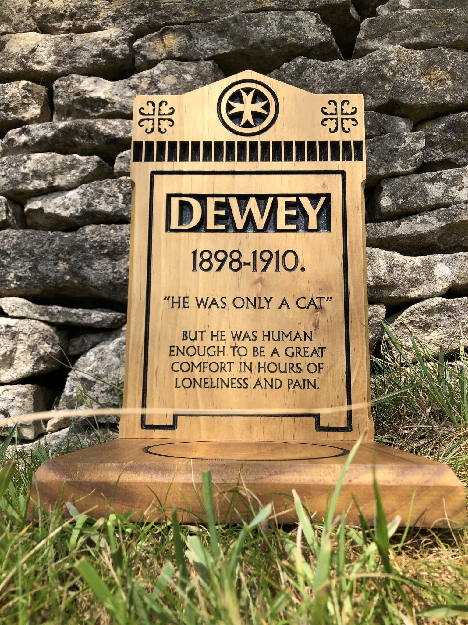 Pet Memorial - Victorian Collection - Large Headstone