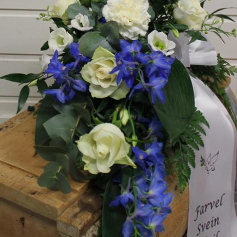 Bårebuketter med sløyfe hvit og blå