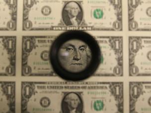 Dólar retrocede gran parte de la fuerte alza de ayer, pero se mantiene por sobre los $740