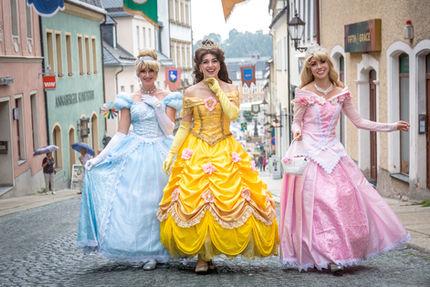 Prinzessinnen Walking-Act / fabulix- Foto: Dirk Rückschloß