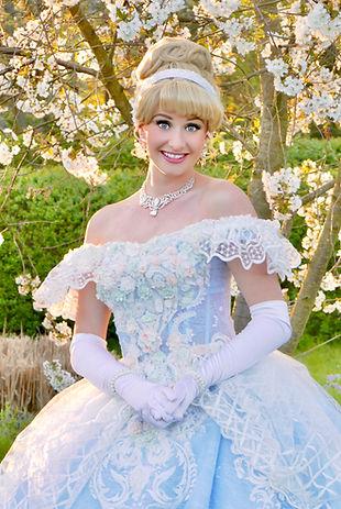 Prinzessin Cinderella Aschenputtelfür Kindergeburtstag buchen