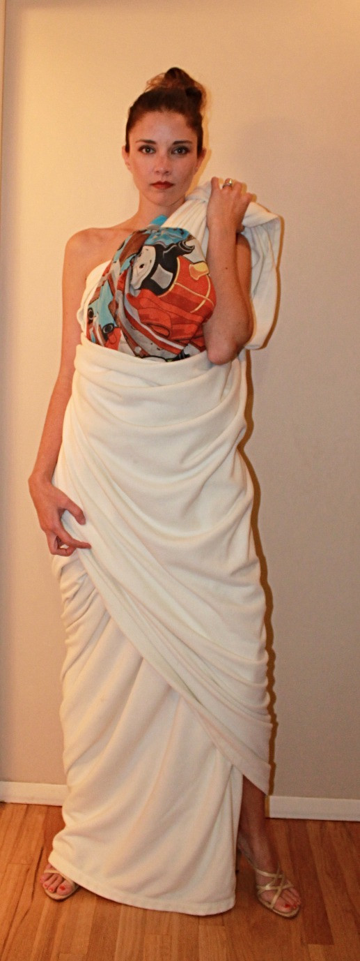 Blanket dress with Thomas pillow case accent
