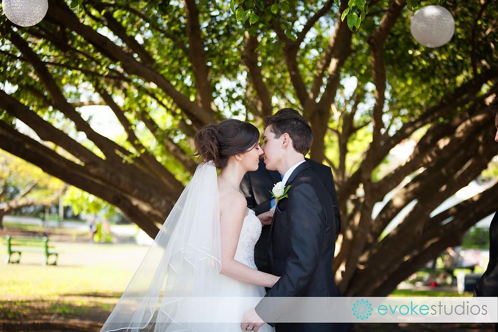 Wedding under a tree in brisbane