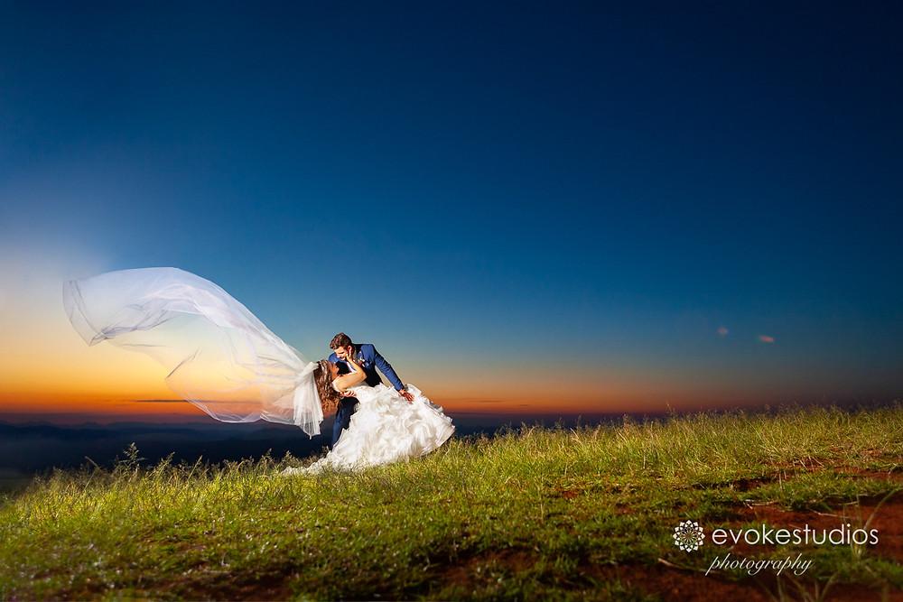 Hand gliders lookout wedding photographer