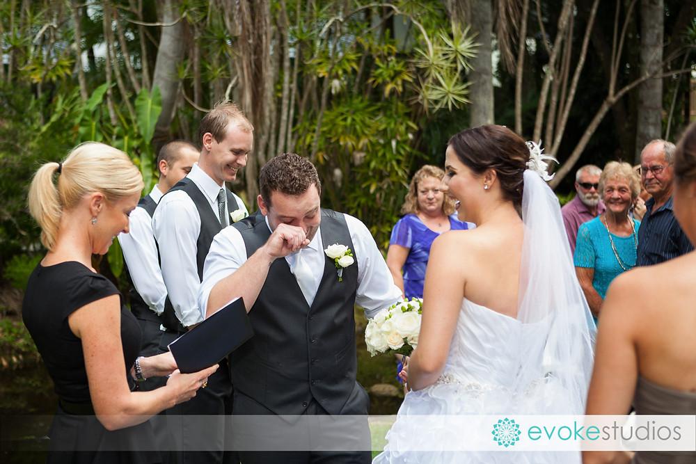 Wedding photographer capture the emotion