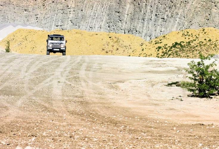 Land-Rover_2000px_edited.jpg