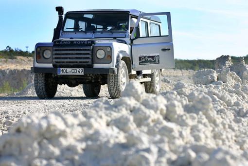 Land-Rover_800px.jpg