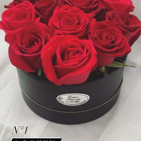 N1. A dozen roses in black round box