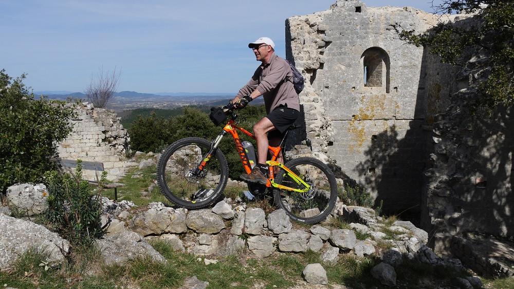 Le Château d'allègre vue sur les Cévennes