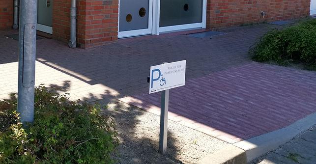 Für Sie reserviert  - Praxis Parkplätze direkt vor der Tür