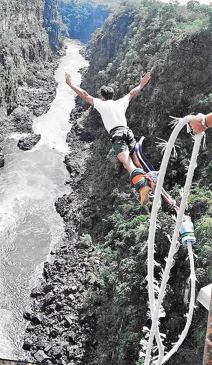 Nikko Norte bungeejumpen Vitoria falls Zimbabwe Zambia Victoriawatervallen brug Zambezi Afrika