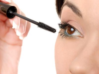 Mindent a szemnek, de csak okosan: sminkhasználat a szem védelmében