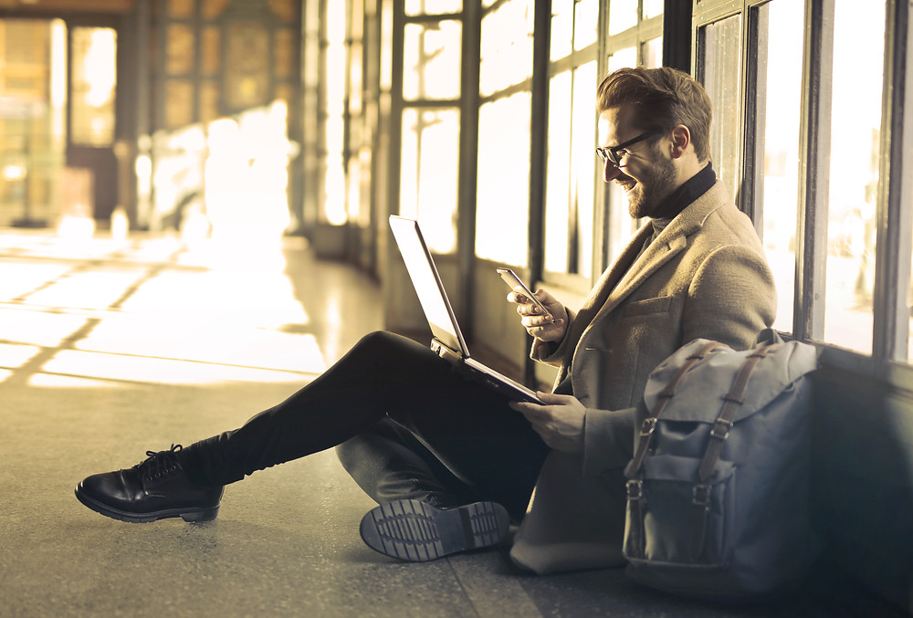 Digitális eszközök, laptop, mobil, okostelefon