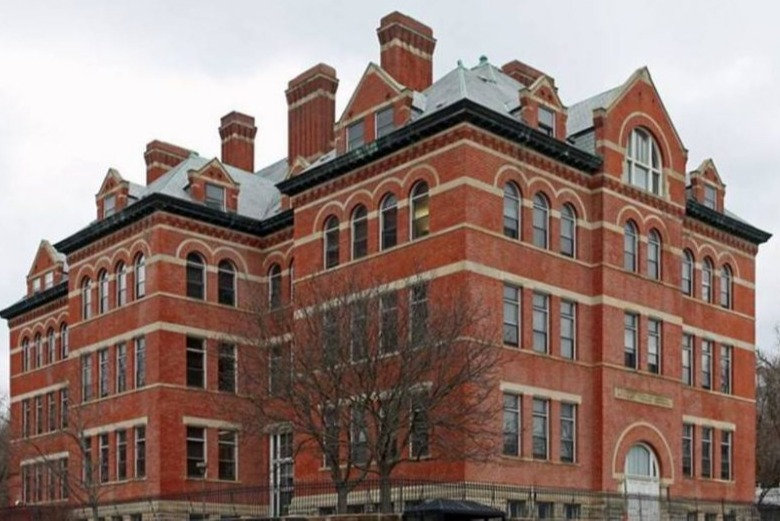 Lincoln-School-1024x590_edited.jpg