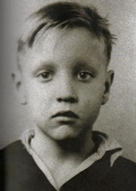 elvis-presley-1942.jpg