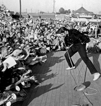 ElvisPresley_crowd.jpg