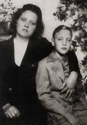 1948_Tupelo_Easter_w-Gladys.jpg