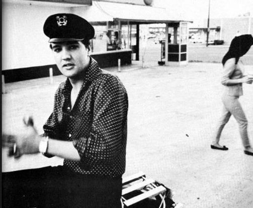 Elvis-Presley-poses-on-his-motorcycle-ou