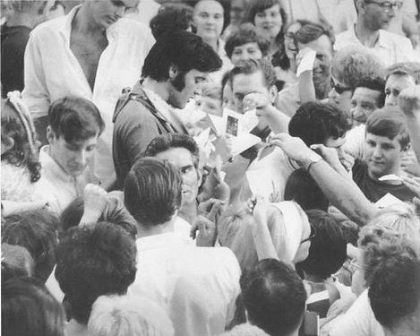 ElvisJun81969.jpg