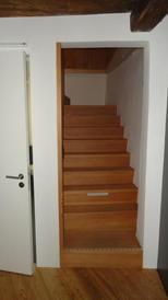Treppe_in_den_oberen_Stock.JPG