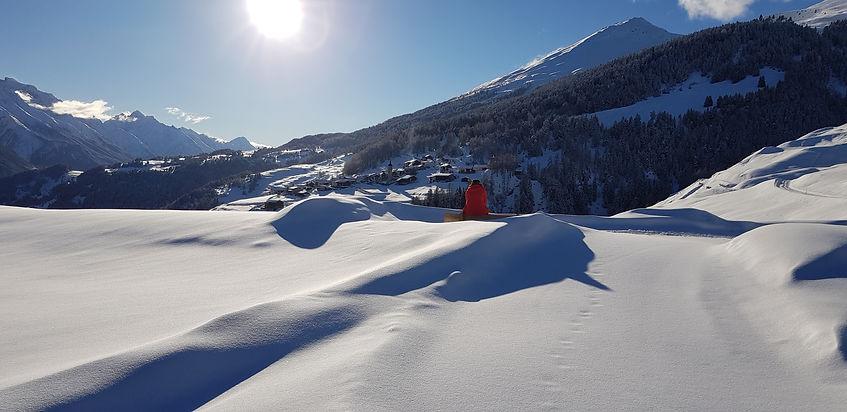 Blick Richtung Tschlin, mit Piz Arina rechts (c) Risch Tratschin www.rutitsch.com