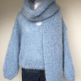 pastelblauw pull en sjaal.jpg