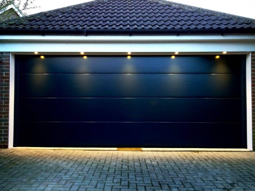 Гаражные секционные ворота дизайн волна