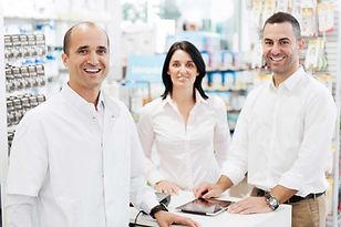 trois pharmaciens