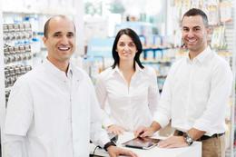 três farmacêuticos